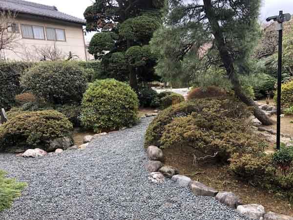 上段の間があった日野宿本陣の庭