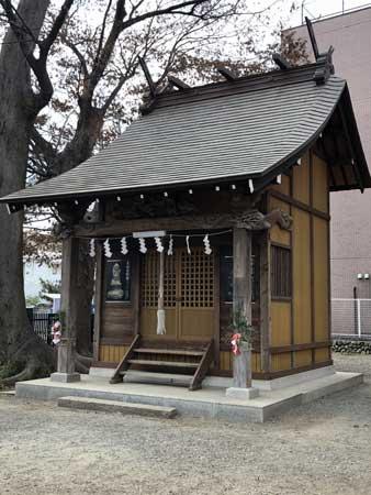 日野八坂神社境内の八幡社
