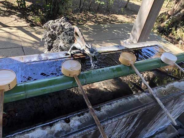 上石原若宮八幡神社の手水舎