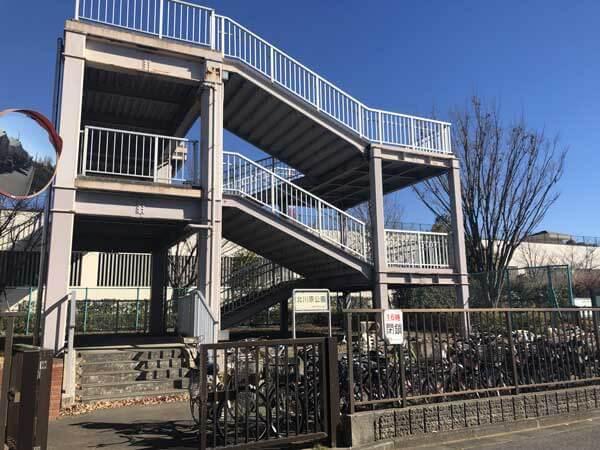 北川原公園グラウンドへの階段