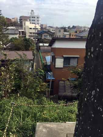 富士塚の裏手の住宅街