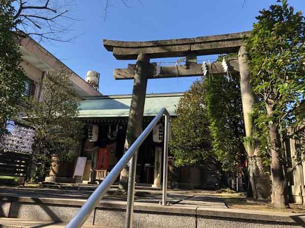 櫻田神社の鳥居と社殿