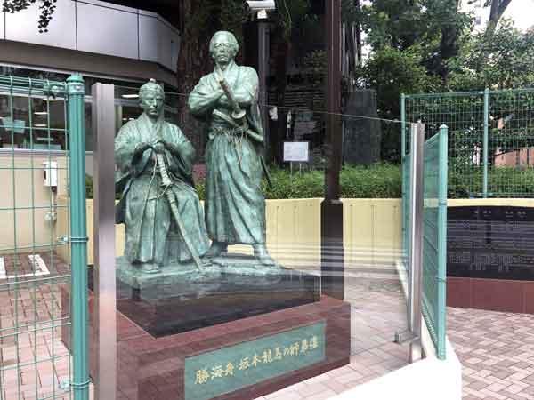 勝海舟と坂本龍馬の師弟像(赤坂6-7-17)