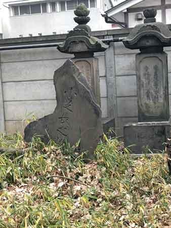 土方歳三を運んだ小柴長之助の墓