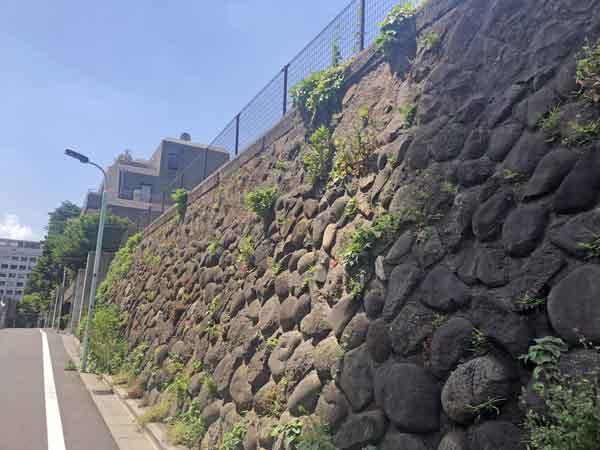 伊予松山藩邸跡にあった石垣