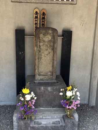 橋本左内の古い墓石