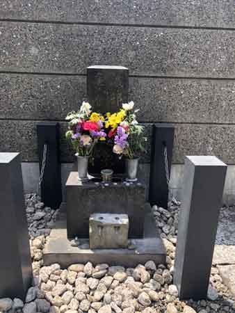 磯部浅一とその妻・登美子の墓