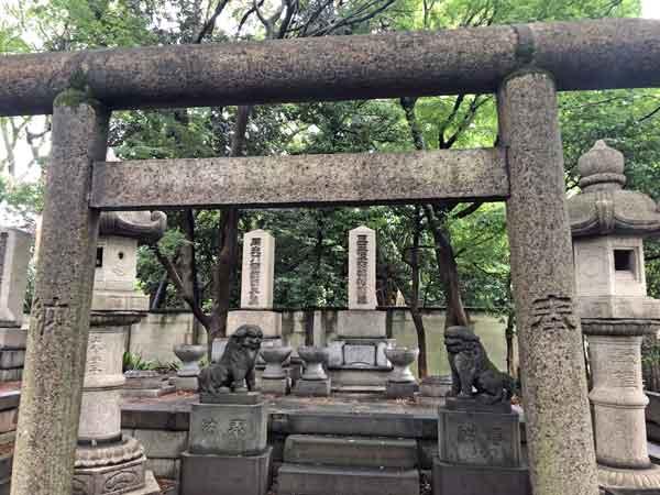 南部家の墓(護国寺)